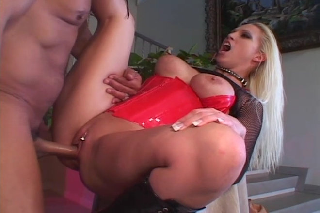Nikki Hunter jouir fille baisée avec énorme coq