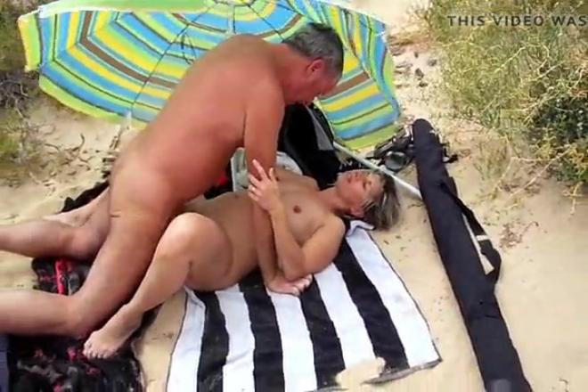 cul ecarte exhib à la plage